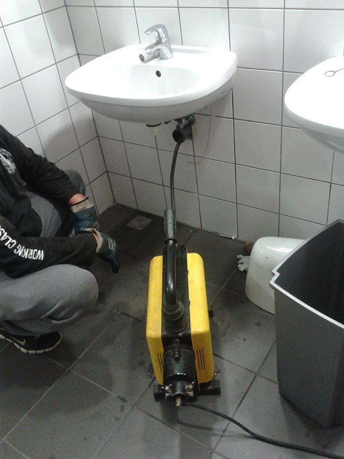 Udrażnianie rur i odpływów kanalizacyjnych